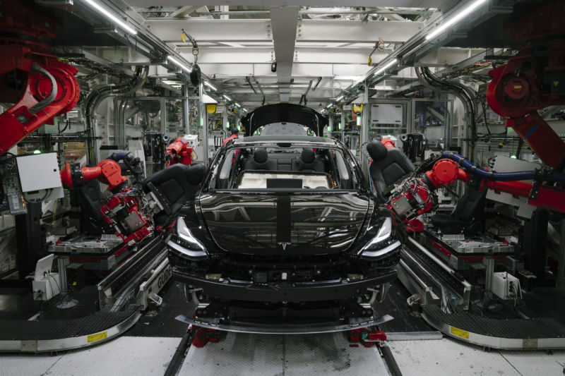Report: Tesla has more than 3,300 Model 3s remaining in US inventory