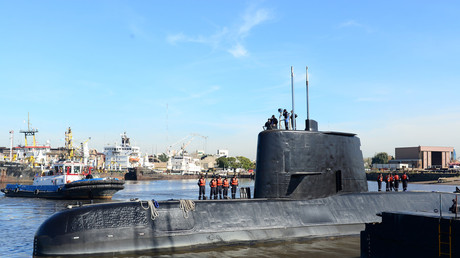The Argentine military submarine ARA San Juan and crew are seen leaving the port of Buenos Aires, Argentina June 2, 2014. Picture taken on June 2, 2014. © Armada Argentina