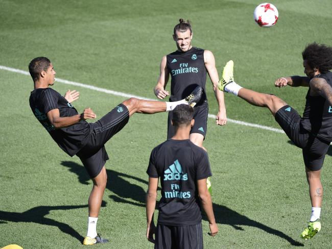 Real Madrid's Welsh forward Gareth Bale (C), Real Madrid's French defender Raphael Varane (L) and Real Madrid's Brazilian defender Marcelo.