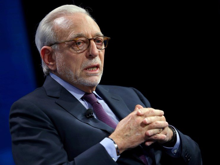 FILE PHOTO - Nelson Peltz founding partner of Trian Fund Management LP. speak at the WSJD Live conference in Laguna Beach, California October 25, 2016.  REUTERS/Mike Blake/File Photo