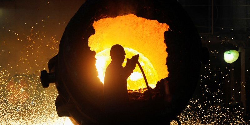 FILE PHOTO: A worker operates a furnace at a steel plant in Hefei, Anhui province August 18, 2013.  REUTERS/Stringer/File Photo