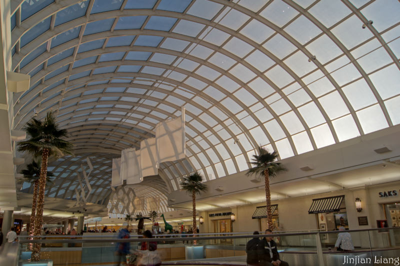 Apple's new store will be at the Galleria Dallas. In addition to being a beautiful mall, it's also outside the reach of the notoriously patent-friendly Eastern District of Texas.