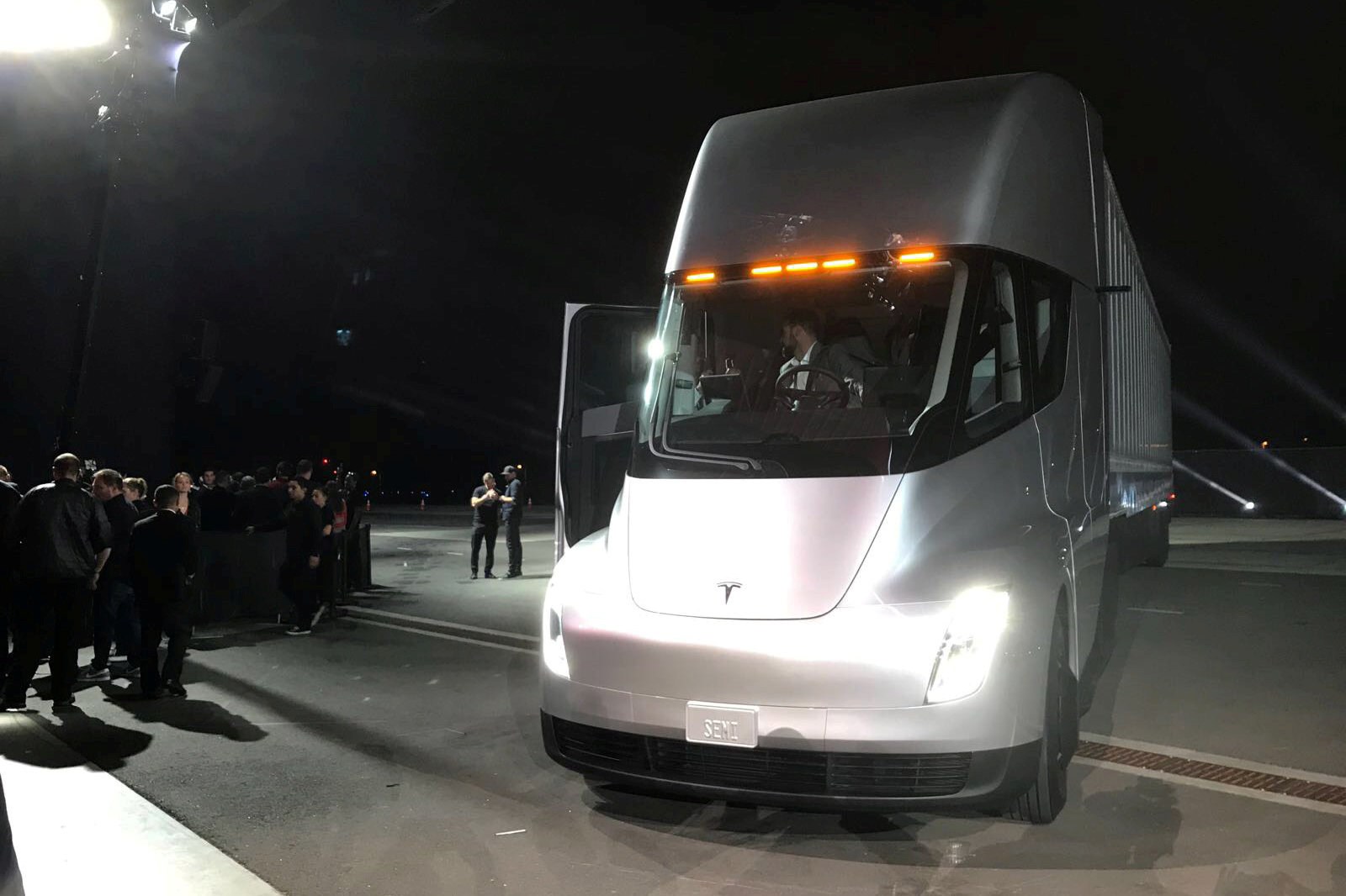 Tesla's new electric semi truck is unveiled during a presentation in Hawthorne, California, U.S., November 16, 2017. REUTERS/Alexandria Sage
